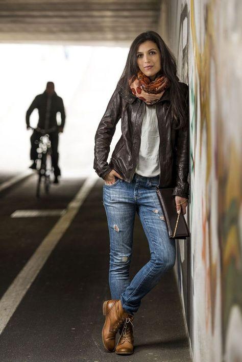 Als wir Karin in Brixen begegneten, war sie gerade vom Bahnhof auf dem Heimweg. … When we met Karin in Bressanone, she was on her way home from the train station. Leather jacket, ripped jeans and lace-up boots. When we Karin a shoot …