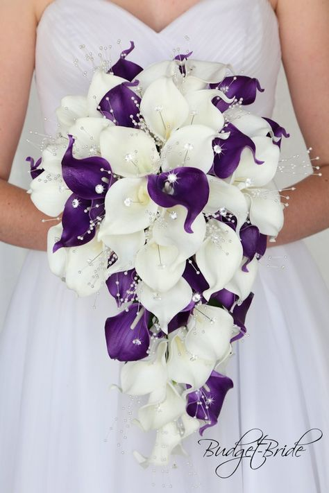 Calla Lily Wedding Flowers, Lily Bouquet Wedding, Purple Calla Lilies, Cascading Wedding Bouquets, Wedding Flower Guide, Calla Lily Bouquet, Wedding Flower Arrangements, Bride Bouquets, Bridal Flowers