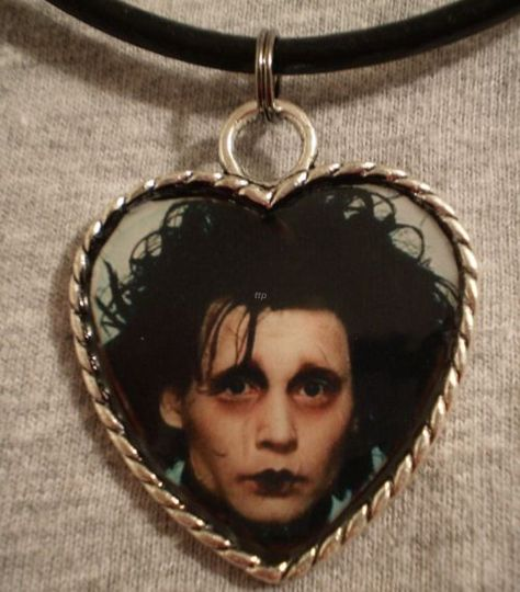 Image about grunge in ☪♰Pale/Grungy☪♰ by Effy Chicas Punk Rock, Arte Punk, Piercings, Edward Scissorhands, My Vibe, Cute Jewelry, Aesthetic Pictures, Alter, Choker