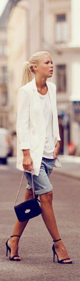 Otro abrigo liviano perfecto para estos días: El blazer blanco.