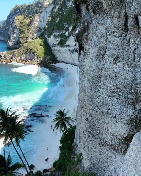One of the best spots in Bali! 🤩🌊🏝 Diamond Beach Nusa Penida 🇮🇩 #ShareTheLoveForward! #Travel #Traveltips #resort #frequentflyer #hotel