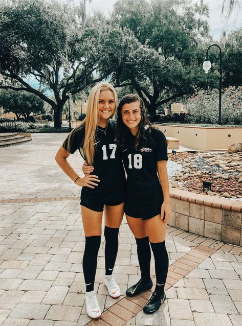 Cute Soccer Pictures, Soccer Team Photos, Volleyball Photos, Cute Friend Pictures, Sports Pictures, Friend Photos, Soccer Pics, Soccer Goals, Girls Soccer Cleats