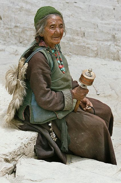 Asia - India / Ladakh - praying woman | Ladakh (Tibetan scri… | Flickr