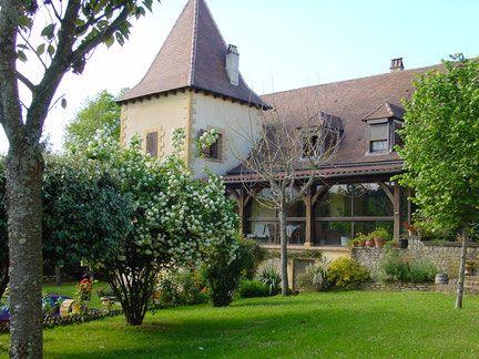Chambre d'hôte à Sarlat - Chambres Hôtes Font Margout - Sarlat - Dordogne…http://www.chambres-fontmargout.com/  Catherine et Nicolas LACHAUD Tél. : 05 53 59 35 85   Web : www.chambres-fontmargout.com  Adresse: Prentegarde Nord Font Margout 24200 Sarlat-la-Canéda 24 - Dordogne Aquitaine  Capacité : 4 2 chambre(s)