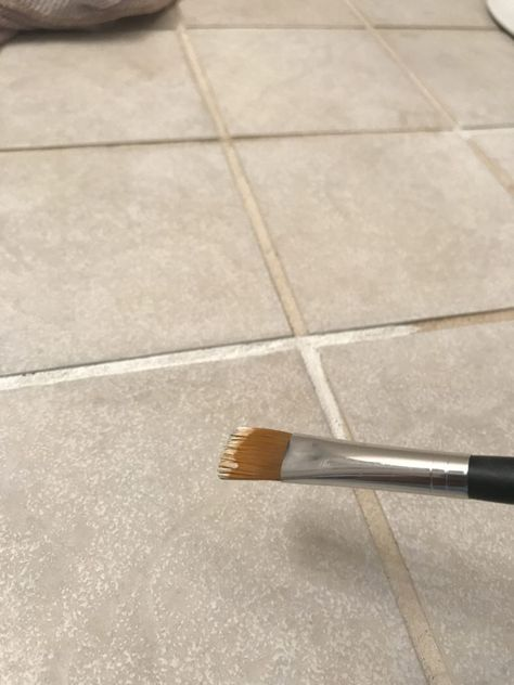 flooring diy Fix your old ugly grout with Grout Renew Floor Grout, Tile Floor Diy, Ceramic Floor Tiles, Regrouting Tile, Tile Over Tile, Grout Paint, Grout Repair, Cleaning Tile Floors, Grout Cleaning