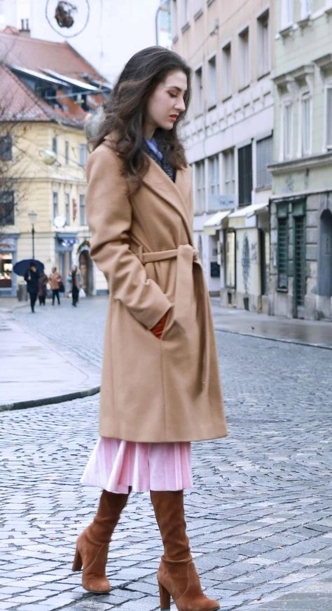 cf632301570 Fashion Blogger Veronika Lipar of Brunette from Wall Street dressed stylish  outfit