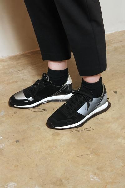 Oblique Runner | Black laces, Runners