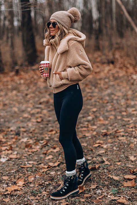 casual winter outfits with leggings ! lässige winteroutfits mit leggings casual winter outfits with leggings ! Winter Outfits For Teen Girls, Cute Fall Outfits, Casual Winter Outfits, Winter Fashion Outfits, Autumn Winter Fashion, Trendy Outfits, Snow Outfits For Women, Winter Snow Outfits, Simple Outfits