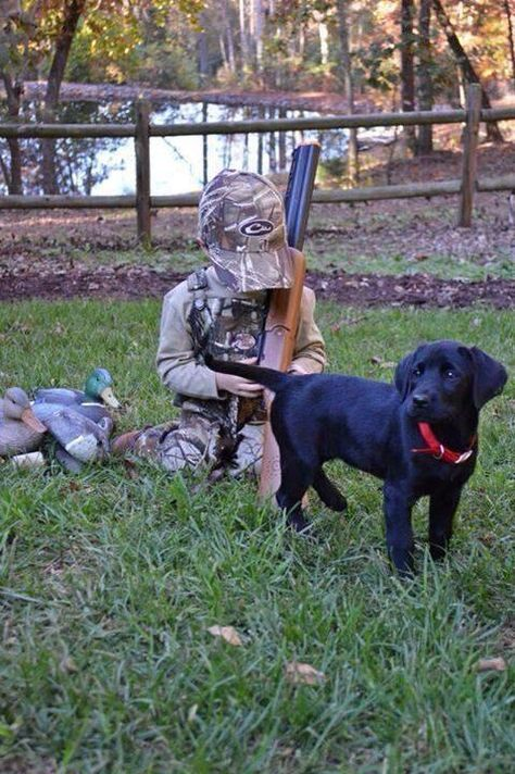 Hunting picture oh my goodness my husband would love this! Need to get a picture of David and our black lab KD Camouflage Baby, Cowboy Baby, Cute Baby Pictures, Baby Photos, Infant Photos, Newborn Photos, Family Photos, Country Babys, Country Life