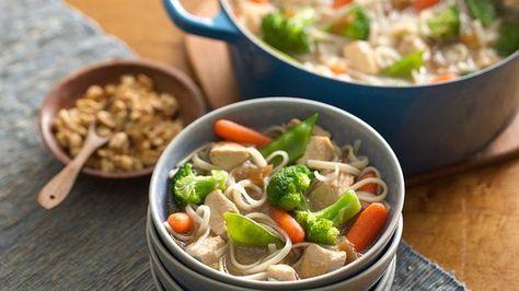 Pollo y Fideos asiáticos en un solo recipiente sin gluten