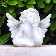 Engel  s-Statue auf Grabstein, Figur gesehen auf dem Friedhof Essen Steele