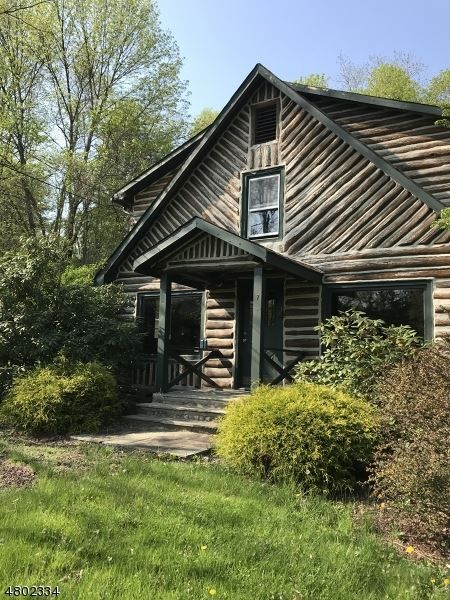Rehabber S Dream Log Cabin With Great Bones To Turn Into Your Personal Woodsy Retreat In Ringwood Nj In Ground Pools Ringwood Franklin Lakes