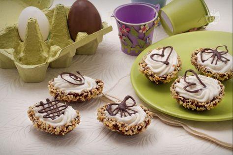 Ovetti di cioccolato ripieni di mousse alla pera   Ricetta ...