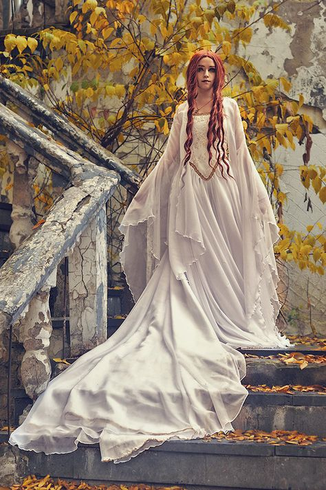 2020 Medieval Long Sleeve Chiffon Wedding Dresses Strapless Gold Appliques A Line Sweep Train Garden Country Bridal Gown Custom Made Medieval Fashion, Medieval Dress, Medieval Clothing, Medieval Art, Medieval Wedding, Celtic Wedding, Geek Wedding, Gothic Wedding, Elvish Wedding