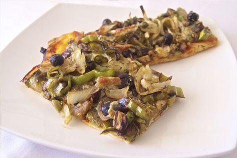 Pizza vegetariana. Si te encantan las verduras, esta es tu pizza. Deliciosas verduras variadas a la parrilla e incorporadas a tu masa casera, un toque de horno y... magia! Irresistible :P