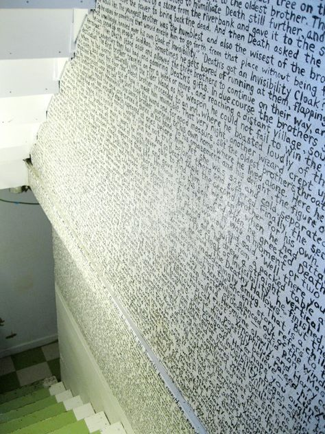 oh my word - harry potter text on the wall!!
