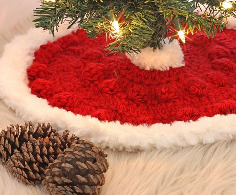 Maui Christmas Trees 2020 Fur Lovely Mini Christmas Tree Skirt in 2020 (With images)   Tree