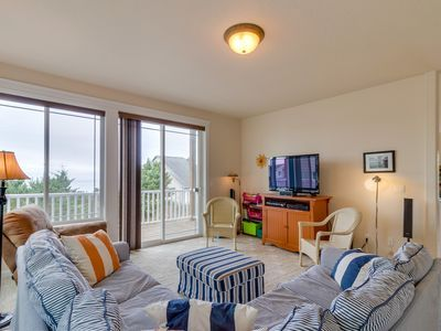 Large Coastal Home W Balcony Ocean Views Near Attractions Great For Families House Rental Oregon Vacation Vacation Rental