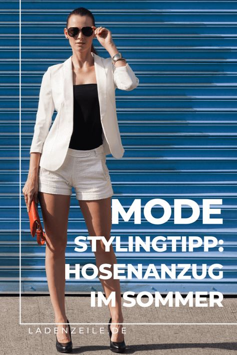 Bist du auf der Suche nach Stylingtipps für deinen Hosenanzug? Mit einer 7/8 Hose oder Shorts lassen sich Anzüge für Damen auch wunderbar im Sommer stylen. Erfahre, wie du den Hosenanzug in hellen Farben und luftigen Stoffen sommerlich kombinieren kannst und style dein Outfit für die Arbeit oder festliche Anlässe. Lass dich jetzt in der Modewelt von LadenZeile zum eleganten Look mit Chino-Shorts und Blazer inspirieren! #hosenanzug #stylingtipps #blazer #sommerlook #festlichesoutfit