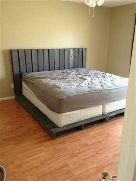 Best Diy Pallet Bed Pallet In 2020 Pallet Furniture Bedroom Diy Pallet Bed Pallet Bed Frame Diy