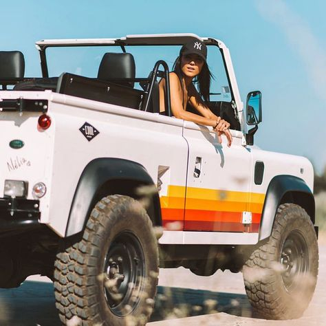 coolnvinage gives the land rover defender retro vibes combining a traditional aesthetic with new materials, the land rover retro vibes by restoration house coolnvintage is made for exploring the Landrover Defender, Defender 90, Land Rover Defender 110, Van 4x4, Mazda, Cool Vintage, Vintage Cars, Beach Cars, Car Goals