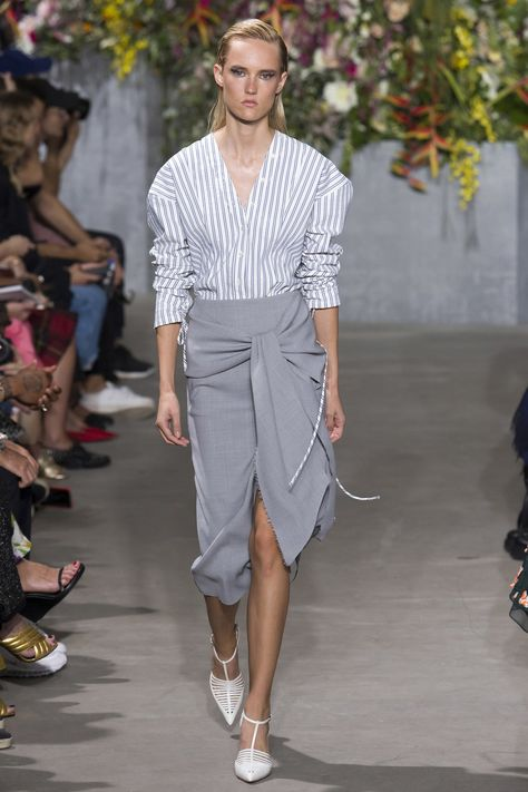 Jason Wu Collection Spring 2018 Ready-to-Wear collection, runway looks, beauty, models, and reviews.