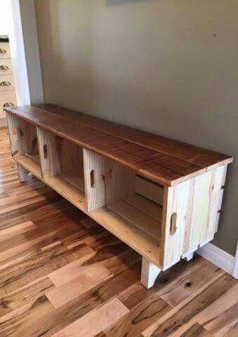 Crates Used To Make A Bench Woodworkingprojectsbeginner Homedecorpalets Crate Bench Bench With Storage Entertainment Center