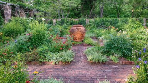 7 Beautiful garden paths to inspire your next outdoor