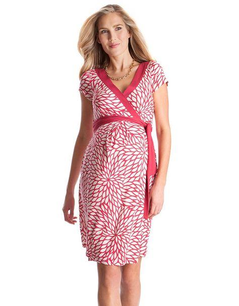 <ul> <li>Coupe portefeuille</li> <li>Matière en jersey stretch ultra doux </li> <li>Au-dessus du genou</li> </ul> <p>Craquez pour notre magnifique robe de maternité framboise à motif floral, idéale pour ajouter une touche de couleur à votre garde-robe. Sa coupe portefeuille et sa matière en jersey stretch sont parfaites pour la grossesse, vous offrant un ajustement souple tout au long de vos neuf mois et au-delà. Le décolleté en V vous permettra également d'allaiter bébé en toute simplicité…
