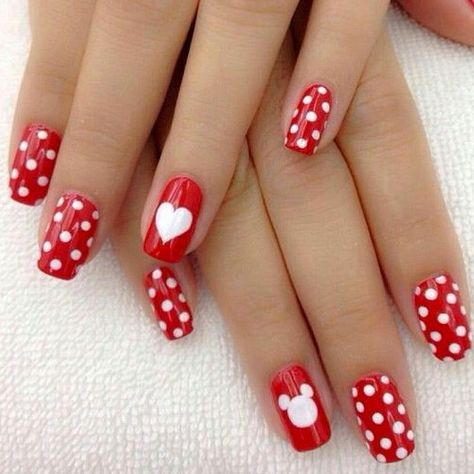 Red polka dots nails with heart. nagel Behold The 40 Best Valentine's Day Nail Art Ideas That Grab All Attentions