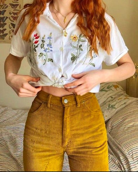 Shirt With Flowers And Pants # hemd mit blumen und hosen Shirt With Flowers And Pants # Crop Top outfits. outfits With Black Jeans. Indie Outfits, Retro Outfits, Cute Casual Outfits, Vintage Outfits, Summer Outfits, Fashion Outfits, Fashion Vintage, Travel Outfits, Grunge Outfits