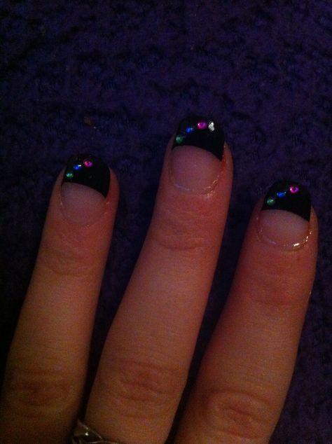 Flotte specielle og simple negle, acryl dip-in med sorte tipper fra trend og pyntesten :)