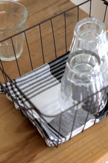 グラス収納に便利 セリアおしゃれなワイヤーバスケット グラス