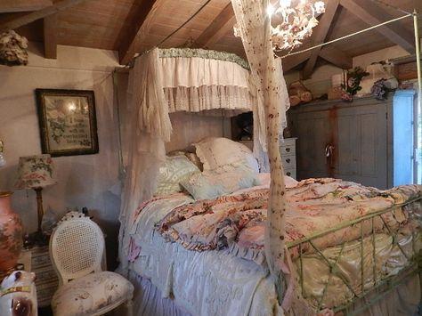 Photo (The imaginarium and the wild jackalopes) Shabby Chic Homes, Shabby Chic Style, Shabby Chic Decor, Bedroom Bed, Dream Bedroom, Bedroom Decor, Shabby Vintage, Furniture, Beautiful Beds