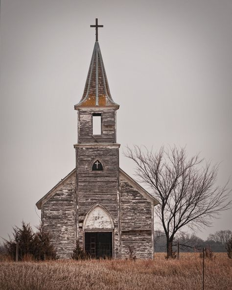 Old abandoned country church. Abandoned Churches, Old Churches, Abandoned Places, Haunted Places, Abandoned Mansions, Architecture Religieuse, Old Country Churches, Country Barns, Take Me To Church