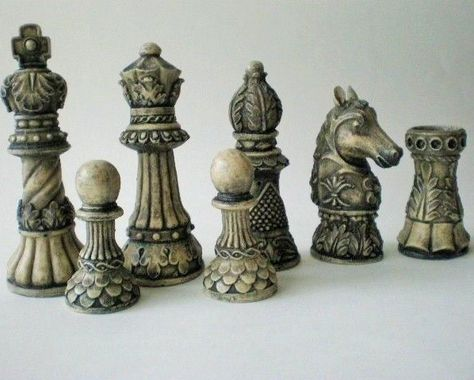 Miniature Isle of Lewis Fantasy Model Resin Chess Set Black /& Ivory effect