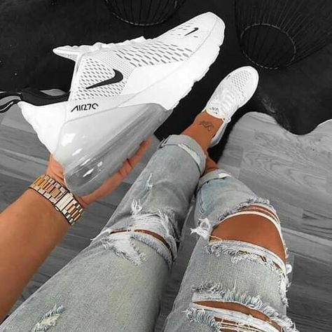 Enjoy your Nike Air Max 270 for only € What are you waiting for? Moda Sneakers, Cute Sneakers, Sneakers Nike, Sneakers Workout, Yeezy Sneakers, Workout Shoes, Sneakers Women, Cute Nike Shoes, Nike Air Shoes