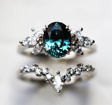 3 Stone Engagement Rings, Engagement Ring Settings, Most Beautiful Engagement Rings, Sapphire Diamond Engagement, Thing 1, Ring Verlobung, Vintage Costume Jewelry, Wedding Rings, Wedding Stuff