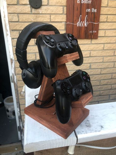 Easy Art Projects, Wood Projects, Woodworking Projects, Pallet Ideas To Sell, Gaming Stand, Diy Headphone Stand, Gaming Room Setup, Desk Setup, Support Telephone