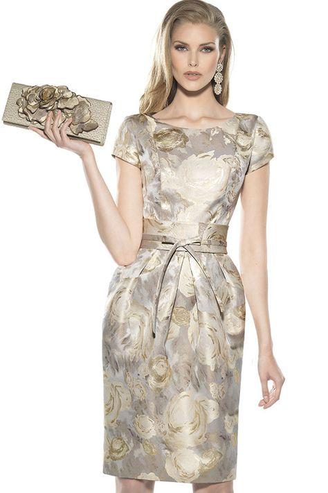 Vestido de fiesta para madrinao invitadade cortoy adamascadocon falda ligeramente abullonada, fajín en la cintura Colección 2016 Teresa Ripoll. Modistería...