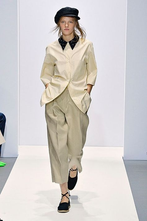 Margaret Howell is a contemporary British clothing designer. Shop the Margaret Howell collections.