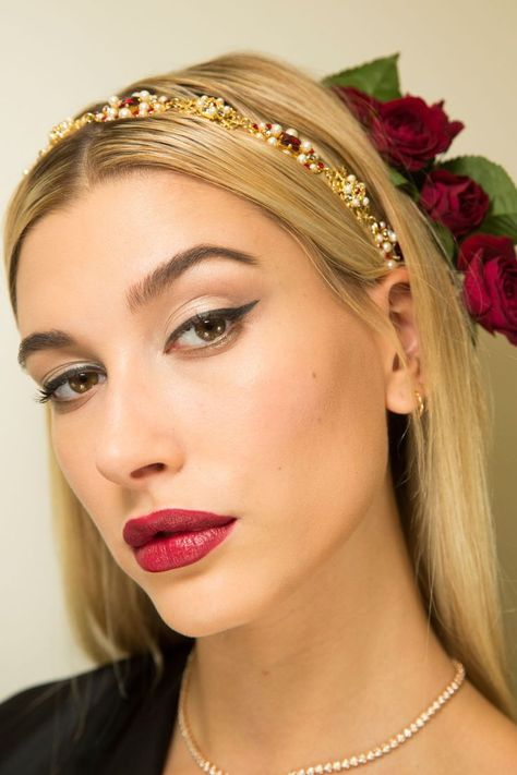 Hailey Baldwin looks beautiful in red lips and black winged eyeliner for D&G's show