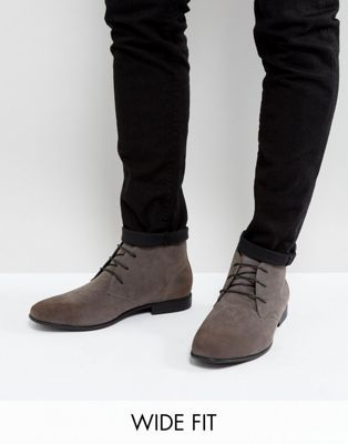 ASOS DESIGN Wide Fit chukka boots in