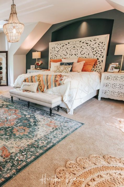Cozy Master Bedroom Reveal. Before and after pictures. Find ideas for your own room. Rustic and boho design with cutest colors. Hunter Premo #HunterPremo #MasterBedroom #BohoDesign #Bohodecor