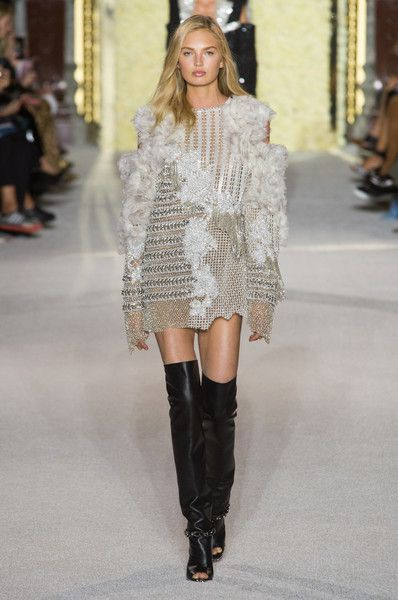 Balmain, Spring 2018 - The Most Beautiful Runway Gowns at Paris Fashion Week - Photos