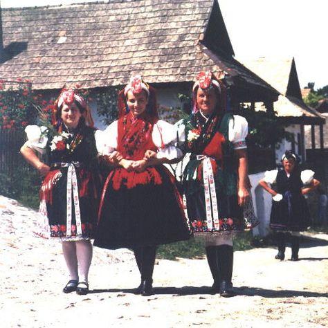 94da626b8c Hollókői népviselet - Hungary