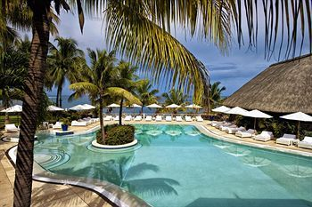 Maritim Hotel Mauritius I can see the spot I laid in every day. Visited in 2012. X