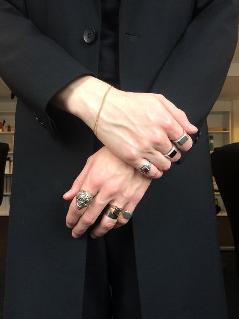 [LPU] Skull ring in silver Pretty Hands, Beautiful Hands, Hand Veins, How To Wear Rings, Daddy Aesthetic, Aesthetic Rings, Style Masculin, Estilo Grunge, By Any Means Necessary