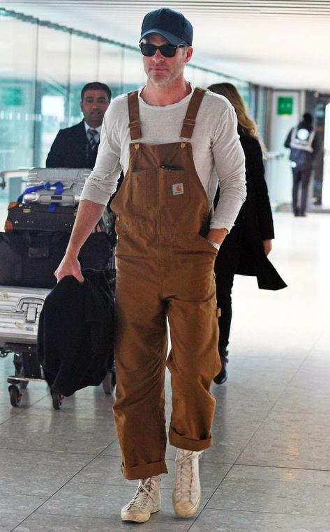 Overalls for Men Are Happening, Big Time Rihanna, Chris Pine, and Supreme agree: Overalls for men are in for 80s Fashion Men, Fashion Moda, Look Fashion, Fashion Outfits, Big Fashion, Mens Overalls Fashion, Vintage Fashion Men, Fashion Advice, Fringe Fashion