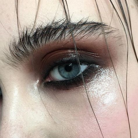 Grunge-y Glam - How to Pull Off Glossy Eyes Without Looking Like a Hot Mess - Photos